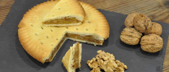 Bündner Alphüsli Nusstorte aus hauseigener Bäckerei